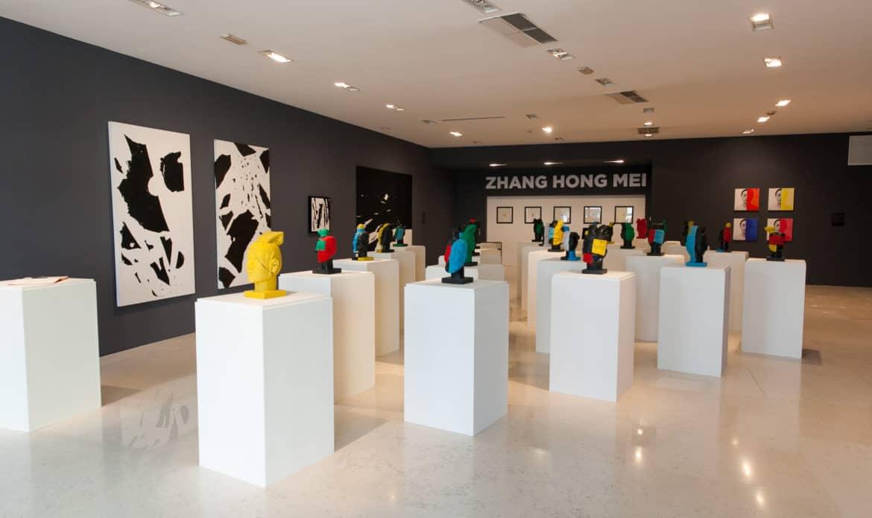 I guerrieri di Zhang Hong Mei tra le griffe   al Noventa di Piave Designer Outlet