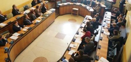 Autonomia, sì del Consiglio regionale. Ora si parte per le trattative con Roma