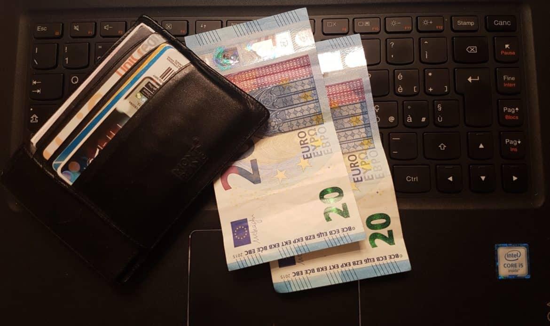 Mano al portafoglio, giugno mese delle tasse: al fisco oltre 53 miliardi