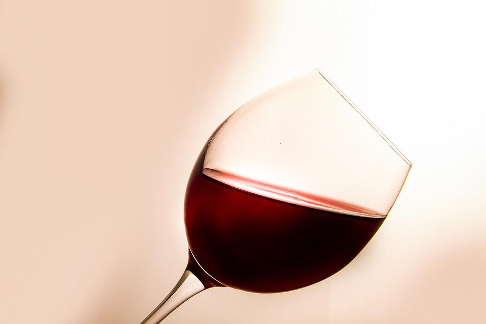 Il vino mette le ali, cala la produzione ma vola il mercato estero
