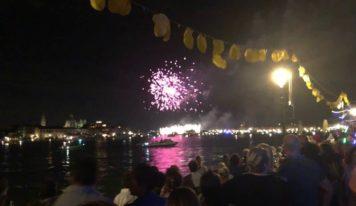 Esplosione di luce, Venezia s'illumina per il Redentore. Ecco le foto