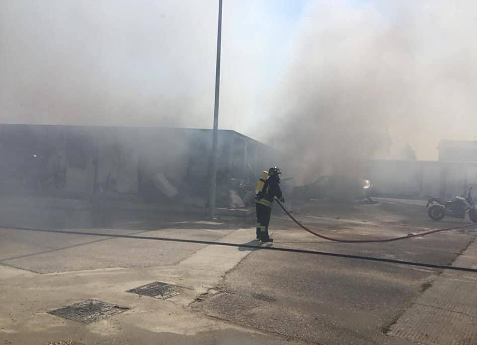 Incendio distrugge il cantiere nell'ex casello di Ronchis. Ma i lavori della terza corsia non si fermeranno