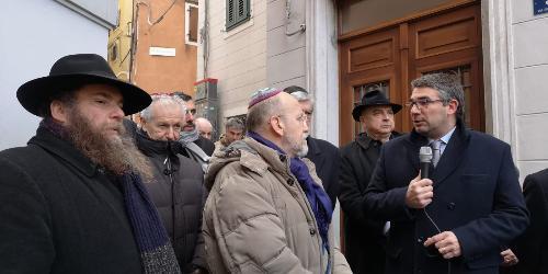 """A Trieste la posa di nuove """"pietre d'inciampo"""" dedicate a 13 vittime della deportazione nazifascista"""