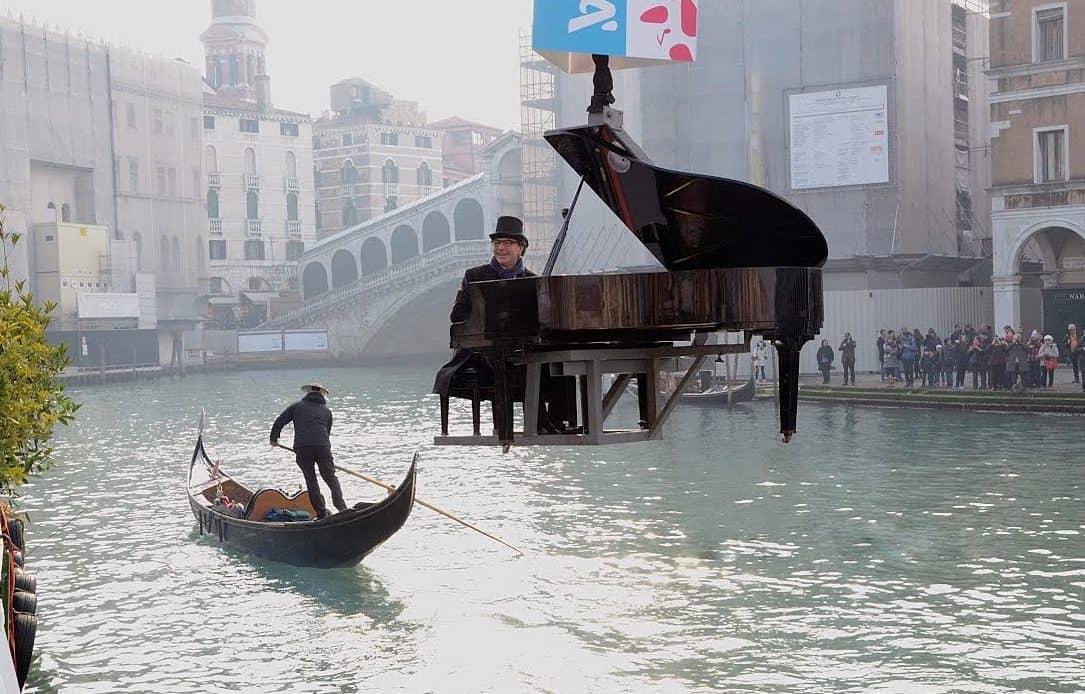 """Pianista """"fuori posto"""", ma non proprio….."""