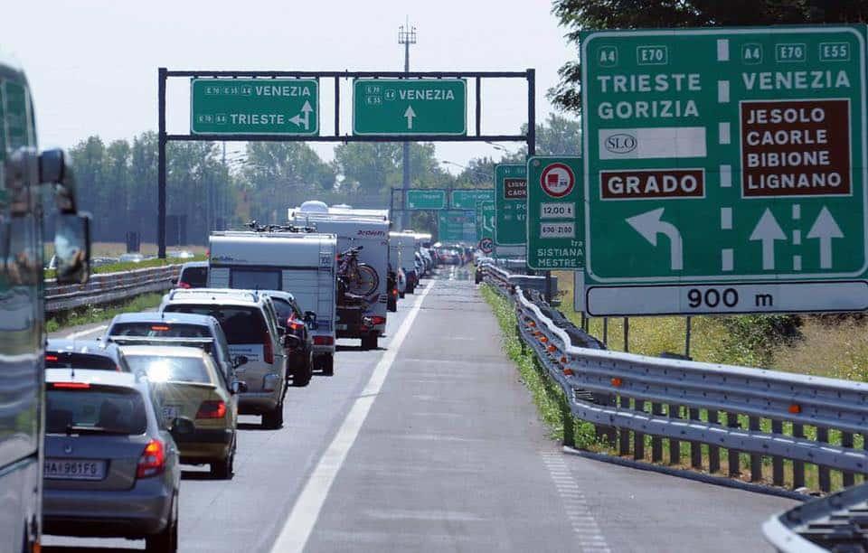 Corsa verso il mare: traffico intenso per la Pentecoste sulla rete autostradale