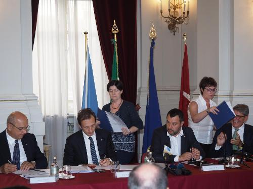 """Porti del FVG. Protocolli di legalità per i lavori pubblici. Per Salvini """"prevenire è meglio che curare""""."""