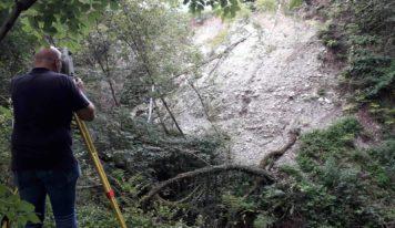 """Servizi forestali regionali a """"La Rossa"""" per fortificare le scogliere a protezione"""