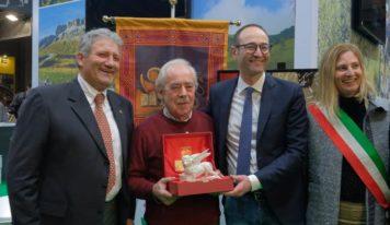 Motobike Verona. Caner premia Luigi Bellon, il sarto meccanico di Istrana