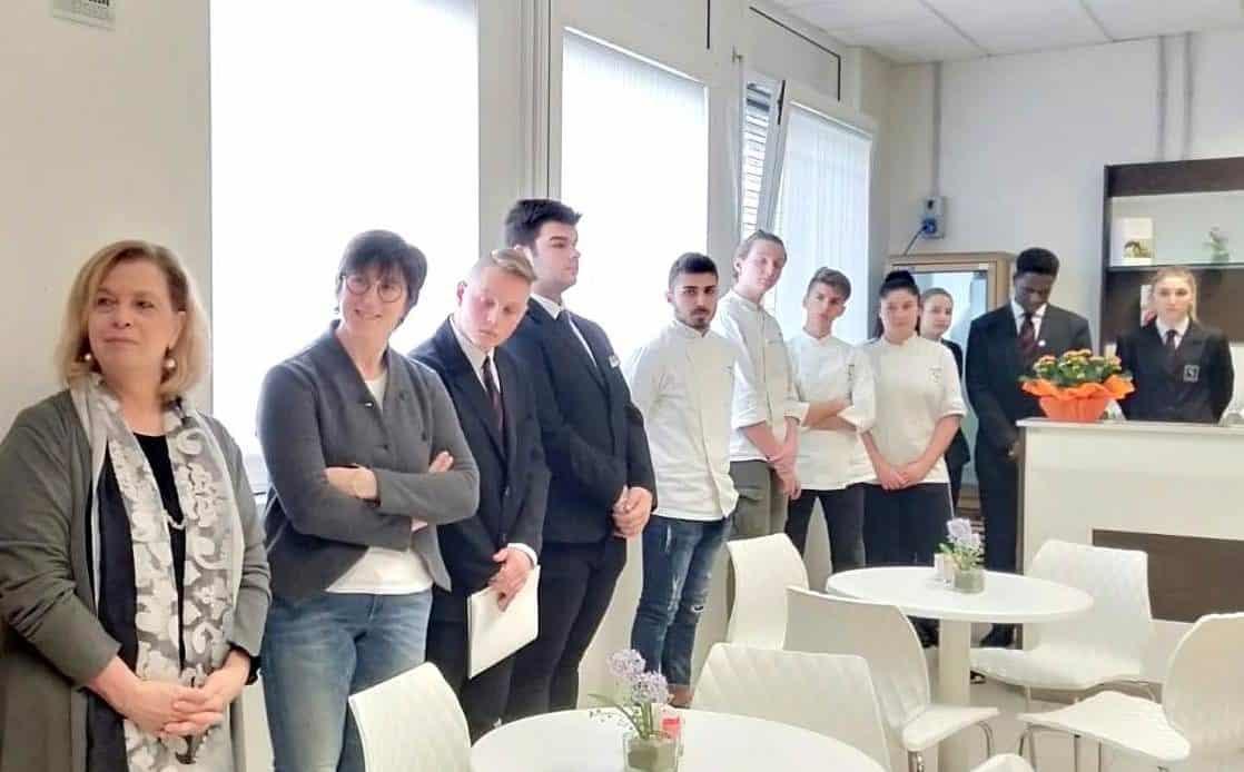 """ll'Istituto Stringher il bar didattico gestito dagli studenti """"cooperatori"""""""
